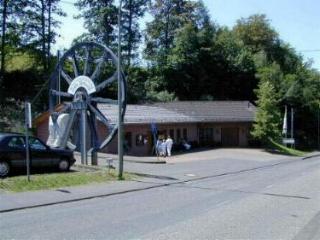 """Besucherbergwerk """"Grube Bindweide"""" in den 80er Jahren, 50 Jahre nach der letzten Förderschicht wurde der Stollen als Besucherbergwerk wieder geöffnet. Die Länge des Stollens beträgt 1,3 km."""