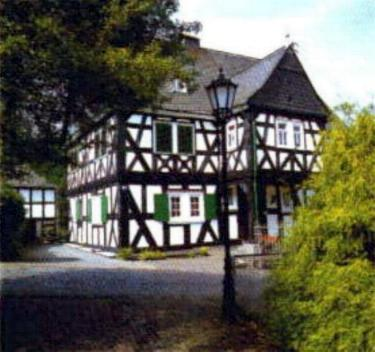 """Naturdenkmal """"Hüttenschulzehaus"""" in Alsdorf bei Betzdorf"""