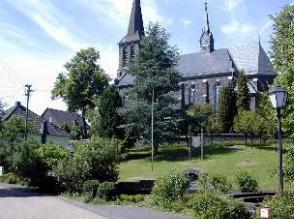 Der Ortskern von Rosenheim mit der katholischen Kirche