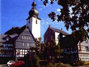 Der Ortskern von Daaden mit der Barockkirche